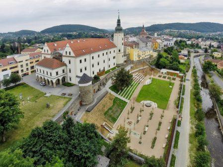 About  the Town / fotogalerie / Letecký pohled na zámek a zámeckou zahradu