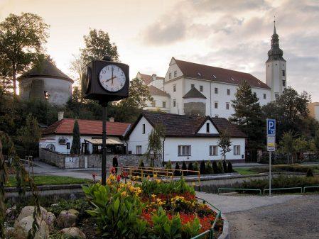Zámek / fotogalerie / Pohled na zámek ze Šromotova náměstí