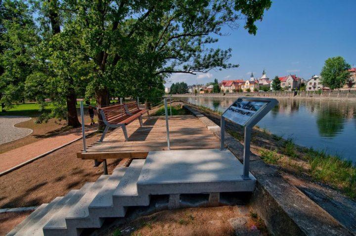 Posezení u břehu Bečvy