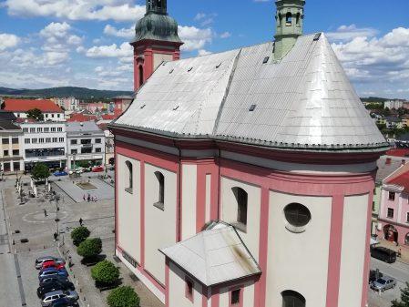 Kostel Stětí sv. Jana Křtitele / fotogalerie / dav