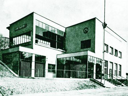 Nádražní budova v Teplicích nad Bečvou / fotogalerie / Železniční budova v Teplicích nad Bečvou