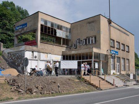 Hranická propast / fotogalerie / Železniční budova v Teplicích nad Bečvou