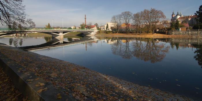 Pohled na Bečvu z parku