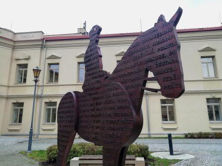 Školní náměstí / fotogalerie / Památník T. G. Masaryka
