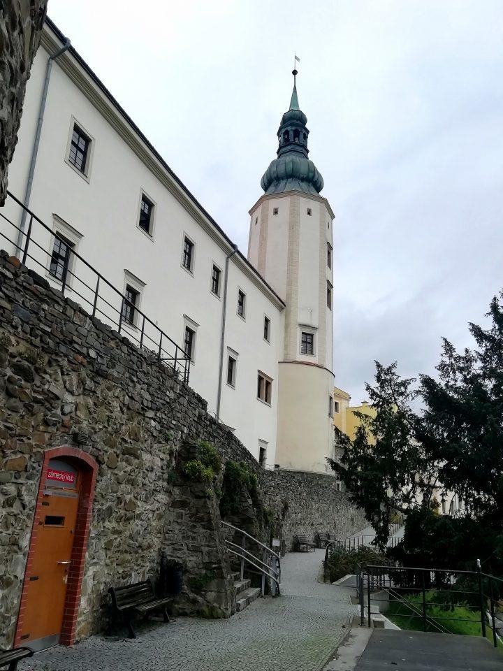 Městské hradby: vstup do Zámeckého klubu (Foto: Kateřina Macháňová )
