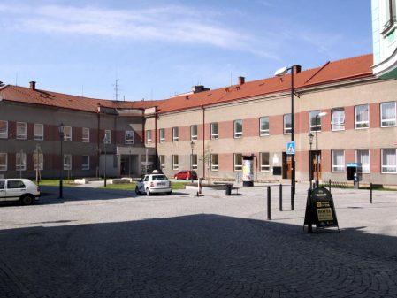Školní náměstí / fotogalerie / Budova Základní umělecké školy před rekonstrukcí