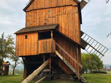 Větrné a vodní mlýny / fotogalerie / Větrný mlýn Partutovice