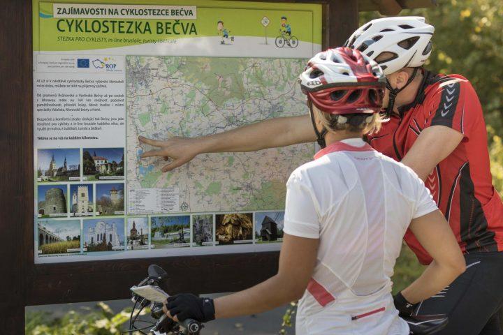 Informační tabule Cyklostezky Bečva (Foto: www.cyklostezkabecva.cz)