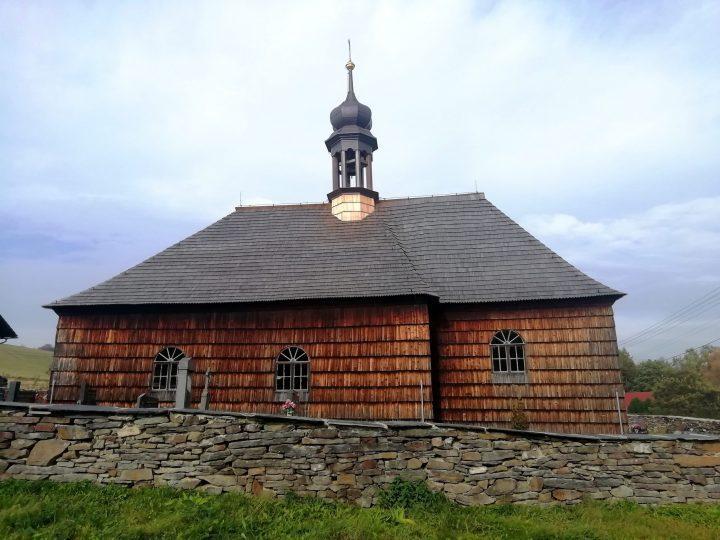 Dřevěný kostelík v Lipné (Foto: Kateřina Macháňová)