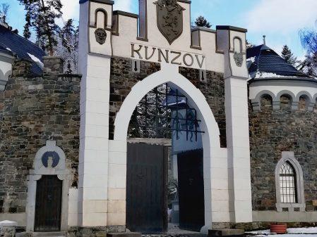 Hrad Kunzov / fotogalerie / Hrádek Kunzov