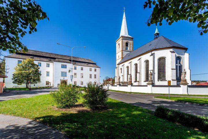 Zámek Hustopeče nad Bečvou (Zdroj: cyklostezkabecva.cz)