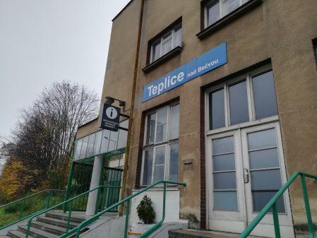 Nádražní budova v Teplicích nad Bečvou / fotogalerie / Infocentrum v nádražní budově